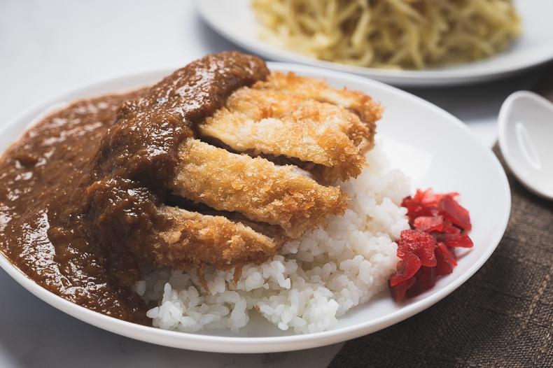 ข้าวหน้าหมูชุบแป้งทอด (Tonkatsu Curry Rice)