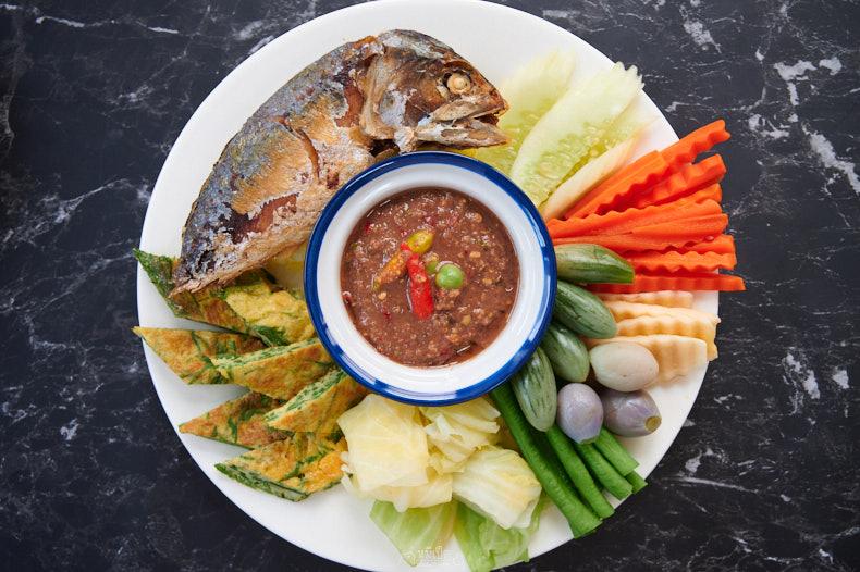 ชุดน้ำพริกกะปิปลาทูทอด